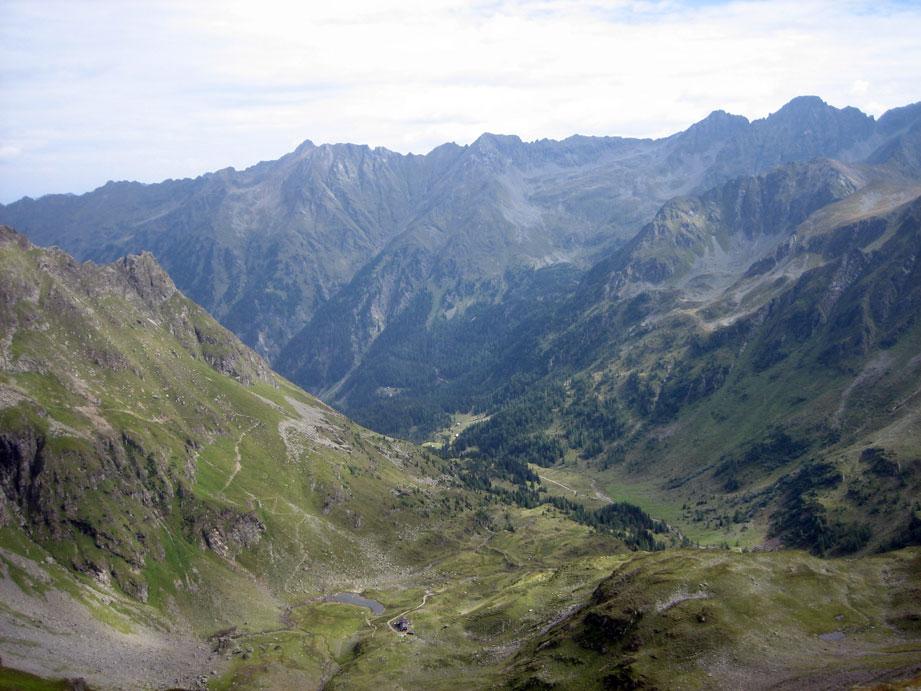 Foto: christian_alpin / Wander Tour / Zinkwand  von Salzburg  / Blick auf Schladmingertauern vom Stollenmund aus, unterbei ist die Keinprechthütte / 15.08.2007 21:08:37