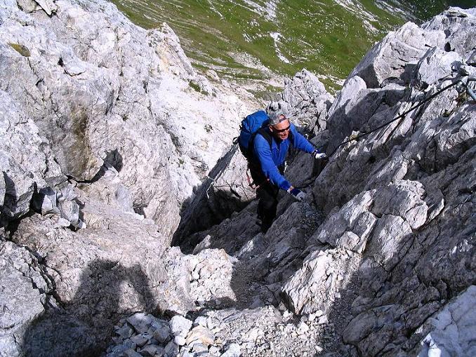 Foto: Andreas Koller / Wander Tour / Über die Franz Fischer Hütte auf den Faulkogel (2654 m) / Im steilen Kamin (Schlüsselstelle) / 17.08.2007 11:00:41