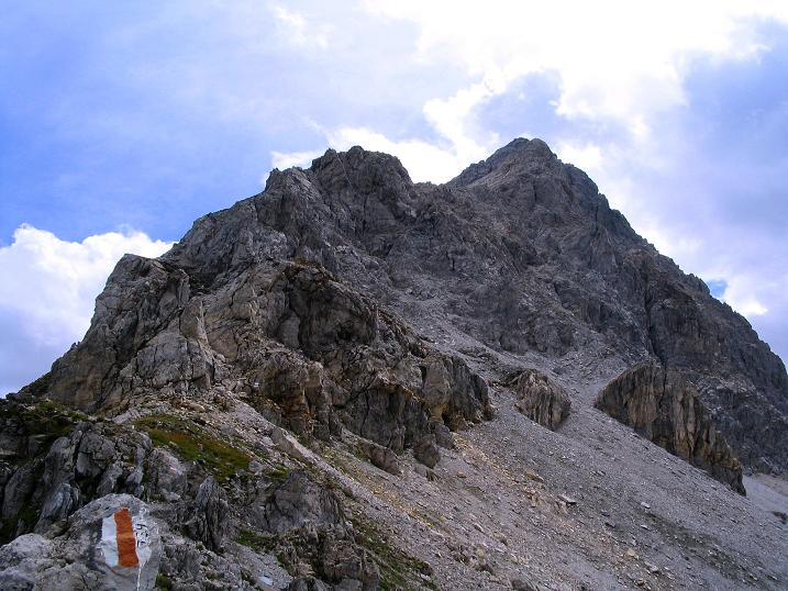 Foto: Andreas Koller / Wander Tour / Über die Franz Fischer Hütte auf den Faulkogel (2654 m) / Der Faulkogel mit der Anstiegsroute von der Neukarscharte / 17.08.2007 10:56:59
