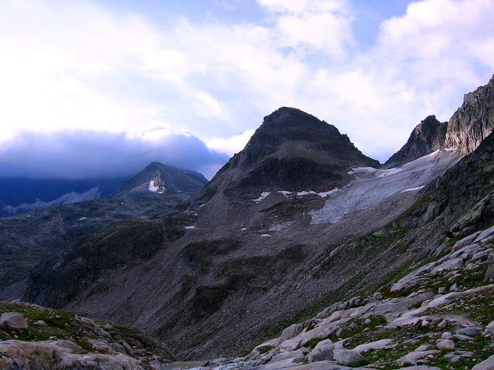 Foto: Andreas Koller / Wander Tour / Kombinierte Tour auf die Granatspitze (3086 m) / Blick Richtung Großglockner, der im Nebel steckt / 17.08.2007 13:03:39