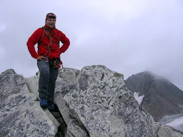 Foto: Andreas Koller / Wander Tour / Kombinierte Tour auf die Granatspitze (3086 m) / Auf der Granatspitze mit Stubacher Sonnblick (3088 m) im Hintergrund / 17.08.2007 13:01:00