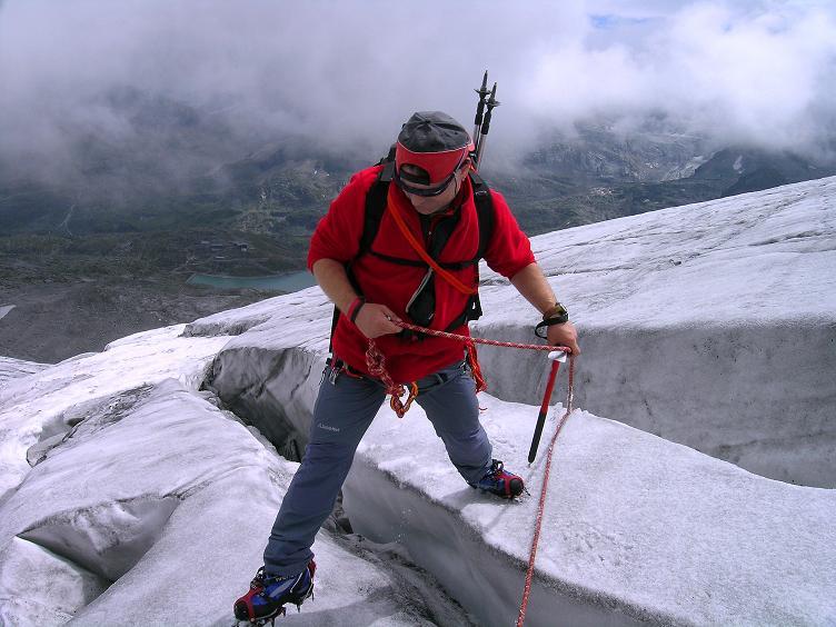 Foto: Andreas Koller / Wander Tour / Kombinierte Tour auf die Granatspitze (3086 m) / Querung einiger Spalten am Sonnblickkes / 17.08.2007 12:57:57