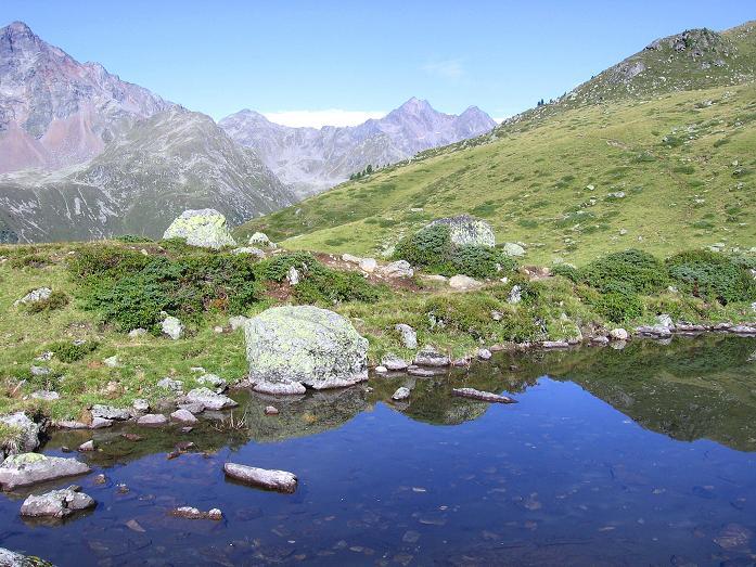 Foto: Andreas Koller / Wander Tour / Von Osttirol nach Kärnten auf den Kruckelkopf (3181 m)  / Seenauge am Gaimberger Feld mit Blick auf den Hochschober (3242 m) / 18.08.2007 13:24:14