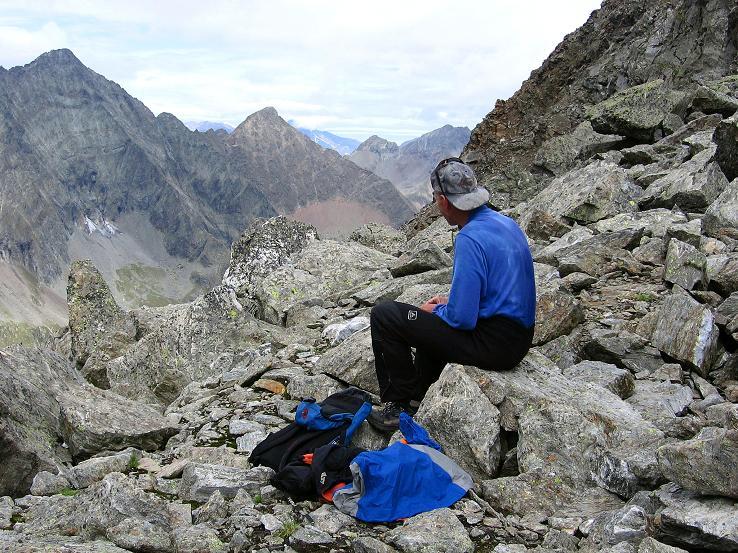 Foto: Andreas Koller / Wander Tour / Von Osttirol nach Kärnten auf den Kruckelkopf (3181 m)  / Rast in der Perschitzscharte / 18.08.2007 13:20:57