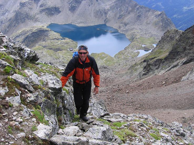 Foto: Andreas Koller / Wander Tour / Von Osttirol nach Kärnten auf den Kruckelkopf (3181 m)  / Im Anstieg von der Perschitzscharte am SW-Grat mit Blick auf den Wangenitzsee und die gleichnamige Hütte / 18.08.2007 13:20:16