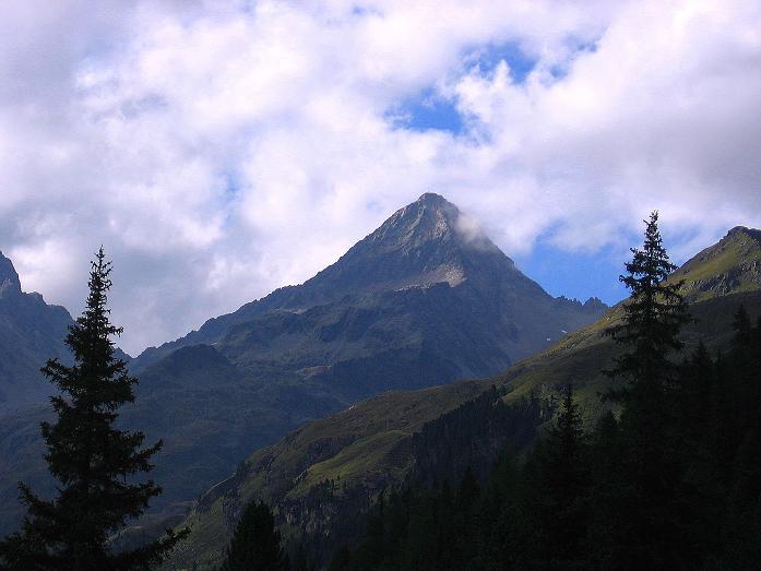 Foto: Andreas Koller / Wander Tour / Von Osttirol nach Kärnten auf den Kruckelkopf (3181 m)  / Der Glödis (3206 m) bildet den Talschluss des Debanttales / 18.08.2007 13:13:47