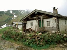 Foto: Tirol Werbung / Wander Tour / Adlerweg Etappe 91 - Das Ziel ist ein Sprung in den See / Hochalm / 27.08.2007 08:55:58