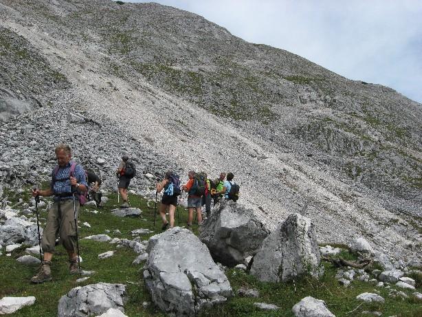 Foto: mucho / Wander Tour / Grosse Arnspitze (Ahrnspitze) / Abstieg über den schottrigen so-Hang / 29.08.2007 11:23:34