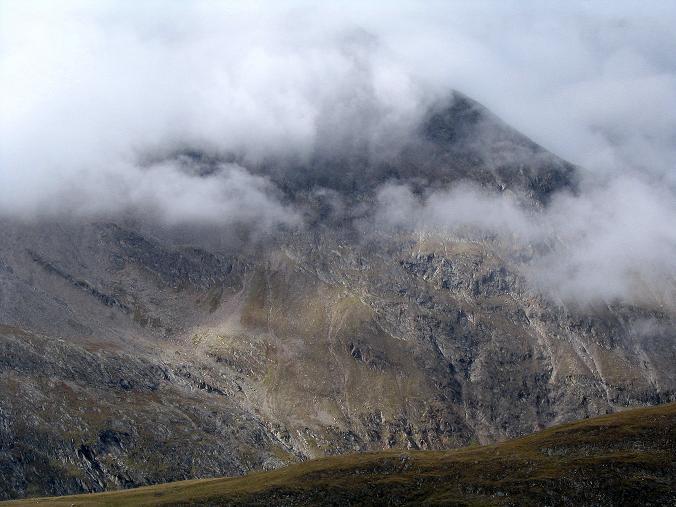 Foto: Andreas Koller / Wander Tour / Spritztour über Obergurgl auf den Festkogel (3038 m) / Der Nebel verhangene Hangerer (3021 m) / 30.08.2007 00:13:44
