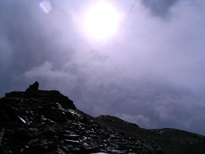 Foto: Andreas Koller / Wander Tour / Spritztour über Obergurgl auf den Festkogel (3038 m) / Mystischer Festkogelgipfel mit Nebel und Sonne / 30.08.2007 00:11:06
