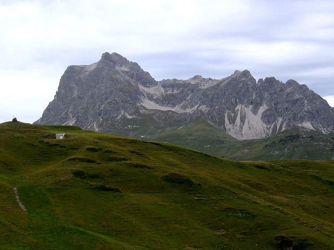 Foto: Andreas Koller / Klettersteig Tour / Karhorn - Klettersteig (2416 m) / Blick über die Steffisalpe zum Widderstein (2533 m) / 30.08.2007 02:44:24