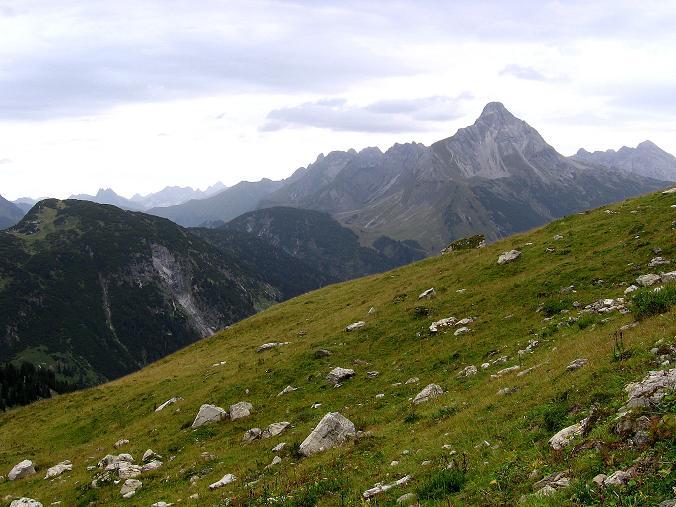 Foto: Andreas Koller / Klettersteig Tour / Karhorn - Klettersteig (2416 m) / Blick von der Steffisalpe auf den Biberkopf (2599 m) / 30.08.2007 02:43:24