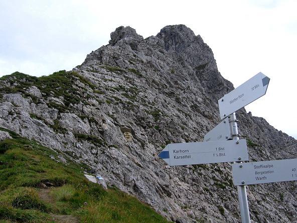 Foto: Andreas Koller / Klettersteig Tour / Karhorn - Klettersteig (2416 m) / Am Sattel mit Blick auf den steilen O-Grat / 30.08.2007 02:42:02