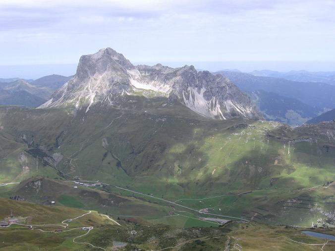 Foto: Andreas Koller / Klettersteig Tour / Karhorn - Klettersteig (2416 m) / Blick über den Hochtannbergpass zum Widderstein (2533 m) / 30.08.2007 02:35:41