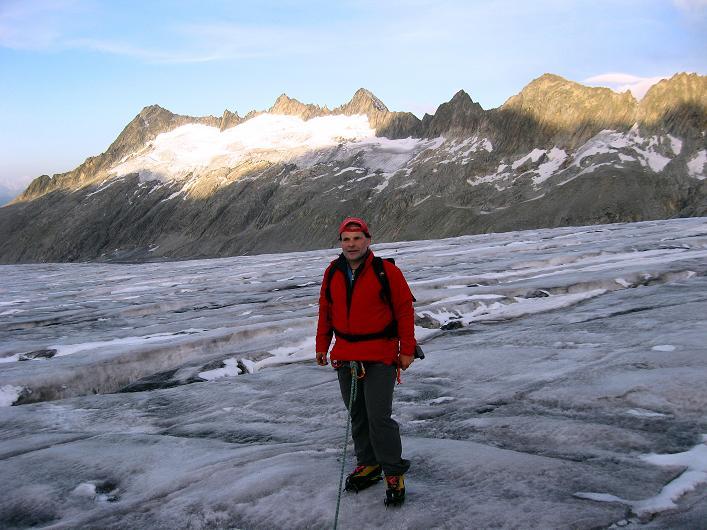 Foto: Andreas Koller / Wander Tour / Dammastock (3630m) - Hauptgipfel der Urner Alpen / Bei Sonnenaufgang auf dem Rhonegletscher / 30.08.2007 04:56:48