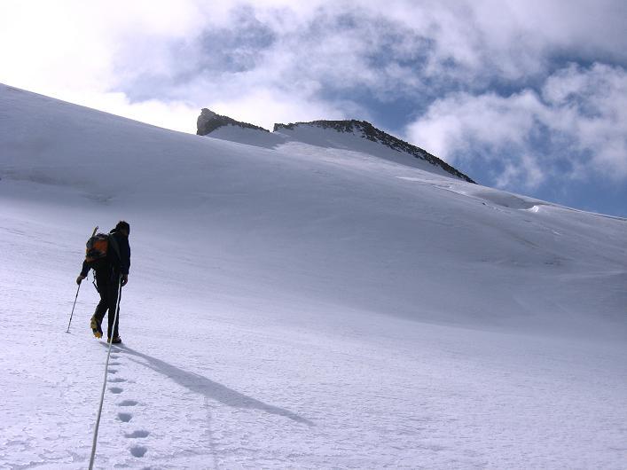 Foto: Andreas Koller / Wander Tour / Dammastock (3630m) - Hauptgipfel der Urner Alpen / Annäherung an den Dammstock / 30.08.2007 04:53:17