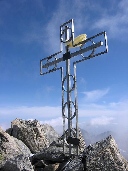Foto: Andreas Koller / Wander Tour / Dammastock (3630m) - Hauptgipfel der Urner Alpen / Den Gipfel des Dammastock ziert ein Kreuz / 30.08.2007 04:52:25