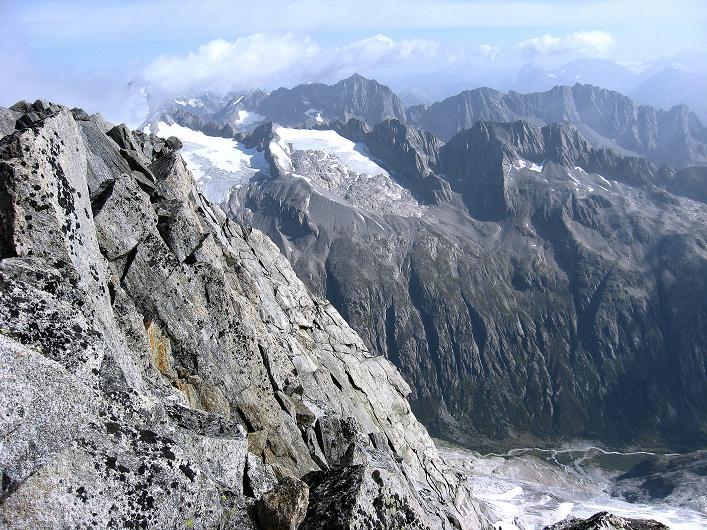 Foto: Andreas Koller / Wander Tour / Dammastock (3630m) - Hauptgipfel der Urner Alpen / Blick nach NO in das Herz der Urner Alpen / 30.08.2007 04:49:50