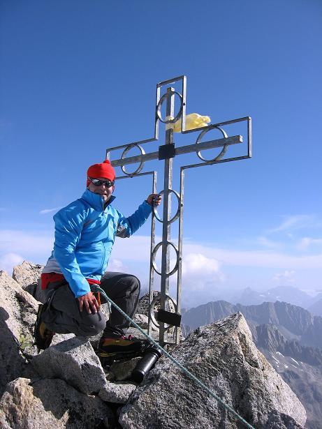 Foto: Andreas Koller / Wander Tour / Dammastock (3630m) - Hauptgipfel der Urner Alpen / Gipfelkreuz des Dammastock / 30.08.2007 04:49:15