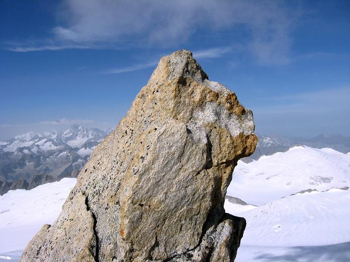 Foto: Andreas Koller / Wander Tour / Dammastock (3630m) - Hauptgipfel der Urner Alpen / Felsen am Gipfel des Dammastock / 30.08.2007 04:48:15