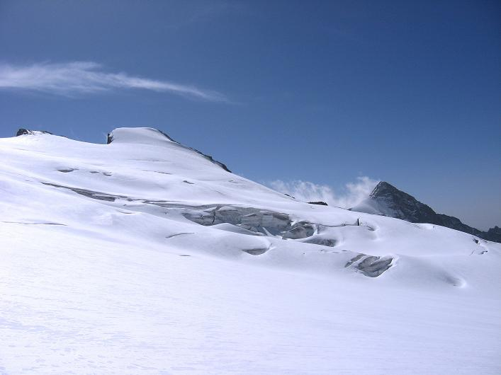 Foto: Andreas Koller / Wander Tour / Dammastock (3630m) - Hauptgipfel der Urner Alpen / Rhonestock (3589 m) und Galenstock (3586 m) über dem Eggfirn / 30.08.2007 04:46:22