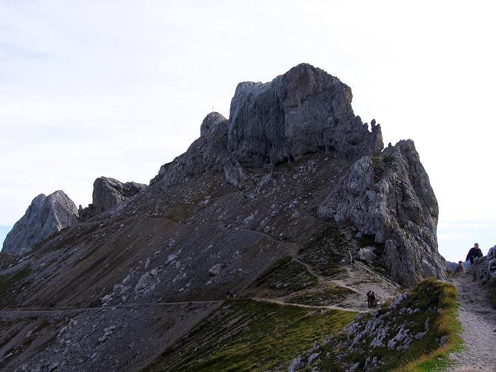 Foto: Andreas Koller / Klettersteig Tour / Karwendel- und Mittenwalder Klettersteig (2384m) / Die Westliche Karwendelspitze mit der S-Kante (= Anstiegsroute) / 31.08.2007 23:18:23