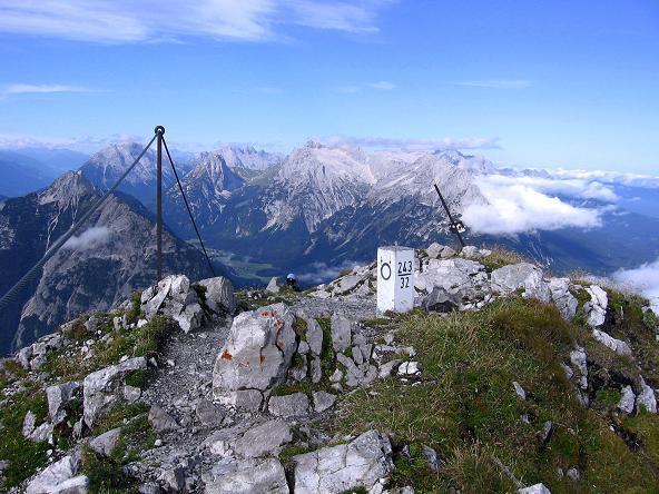 Foto: Andreas Koller / Klettersteig Tour / Karwendel- und Mittenwalder Klettersteig (2384m) / Auf der Nördlichen Linderspitze / 31.08.2007 23:17:02