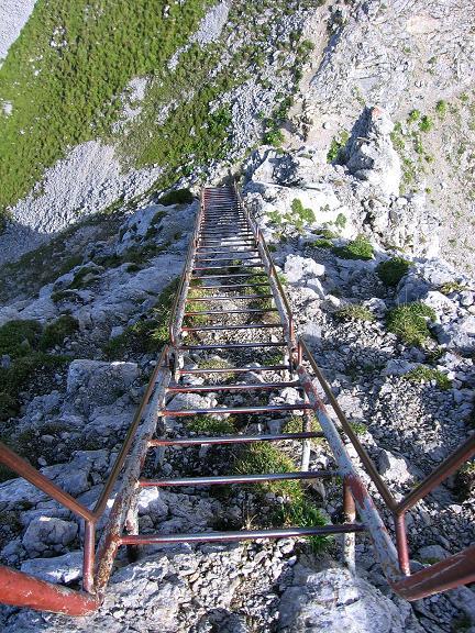 Foto: Andreas Koller / Klettersteig Tour / Karwendel- und Mittenwalder Klettersteig (2384m) / Steile Leiter in den Linderspitzen / 31.08.2007 23:16:20