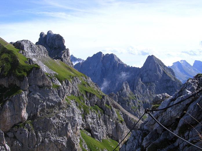 Foto: Andreas Koller / Klettersteig Tour / Karwendel- und Mittenwalder Klettersteig (2384m) / Blick vom Mittenwalder Klettersteig auf den S-Grat der Westlichen Karwendelspitze / 31.08.2007 23:15:22