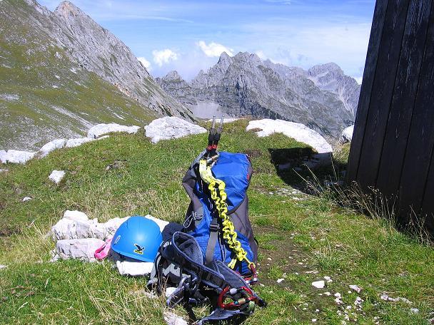 Foto: Andreas Koller / Klettersteig Tour / Karwendel- und Mittenwalder Klettersteig (2384m) / Bei der Tiroler Hütte wird das Klettersteigset wieder eingepackt / 31.08.2007 23:08:21