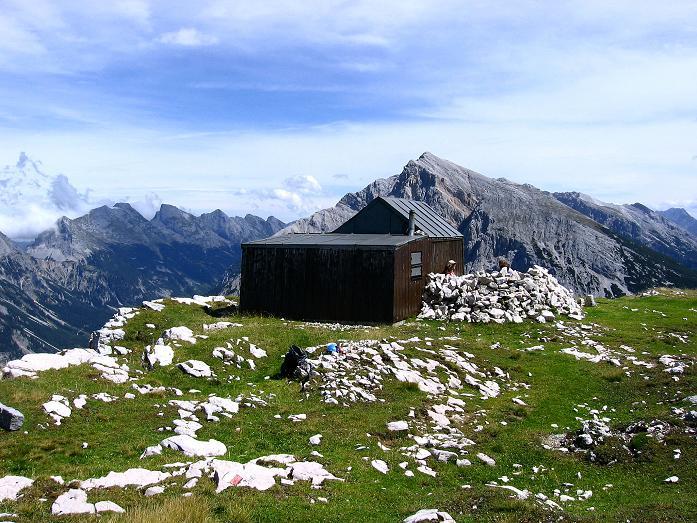 Foto: Andreas Koller / Klettersteig Tour / Karwendel- und Mittenwalder Klettersteig (2384m) / Die kleine Tiroler Hütte (nicht bewirtschaftet 2007) / 31.08.2007 23:07:50