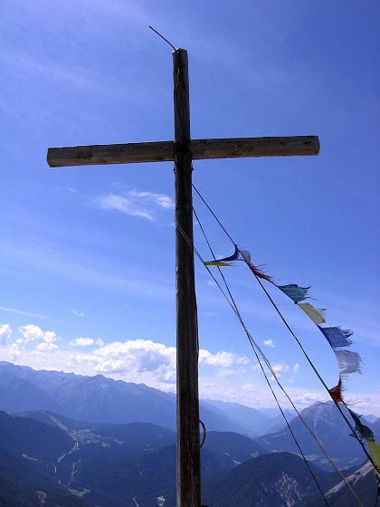 Foto: Andreas Koller / Klettersteig Tour / Karwendel- und Mittenwalder Klettersteig (2384m) / Gipfelkreuz auf der Brunnensteinspitze / 31.08.2007 23:07:22
