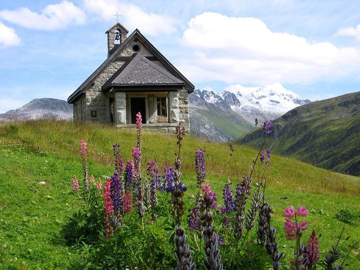 Foto: Andreas Koller / Wander Tour / Über den SO-Sporn auf den Galenstock (3586m) / Kapelle beim Berghotel Tiefenbach auf der Furkapassrampe von Andermatt / 01.09.2007 13:22:18