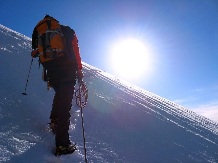 Foto: Andreas Koller / Wander Tour / Über den SO-Sporn auf den Galenstock (3586m) / Der steile Firnanstieg am SO-Sporn / 01.09.2007 13:20:38