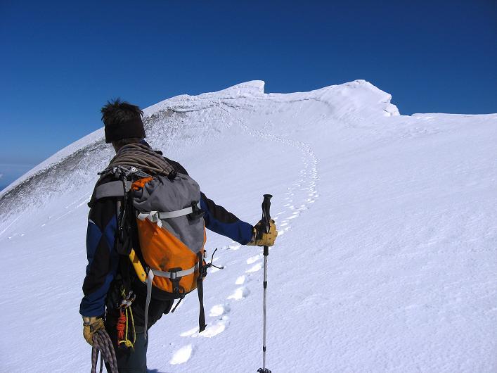 Foto: Andreas Koller / Wander Tour / Über den SO-Sporn auf den Galenstock (3586m) / Die letzten Meter am S-Grat zum Galenstockgipfel / 01.09.2007 13:16:54