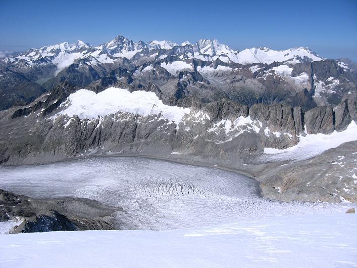 Foto: Andreas Koller / Wander Tour / Über den SO-Sporn auf den Galenstock (3586m) / Blick vom Galenstock auf den Rhonegletscher und die Berner Alpen / 01.09.2007 13:15:56