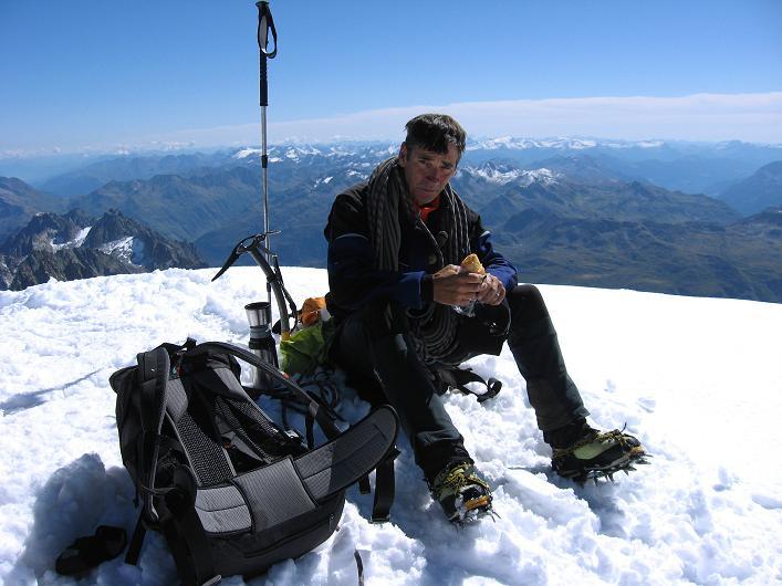 Foto: Andreas Koller / Wander Tour / Über den SO-Sporn auf den Galenstock (3586m) / Gipfelrast am Galenstock / 01.09.2007 13:15:29