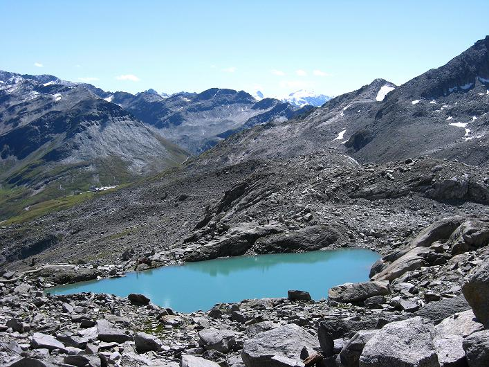Foto: Andreas Koller / Wander Tour / Über den SO-Sporn auf den Galenstock (3586m) / See bei der Sidelenhütte mit Blick auf den Furkapass / 01.09.2007 13:11:08