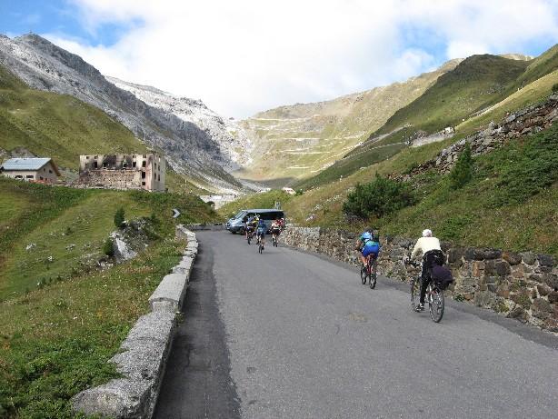Foto: mucho / Mountainbike Tour / Stilfser Joch Runde Umbrail Stelviobike / noch 800 Hm bis zum Stilfser Joch / 02.09.2007 08:24:31