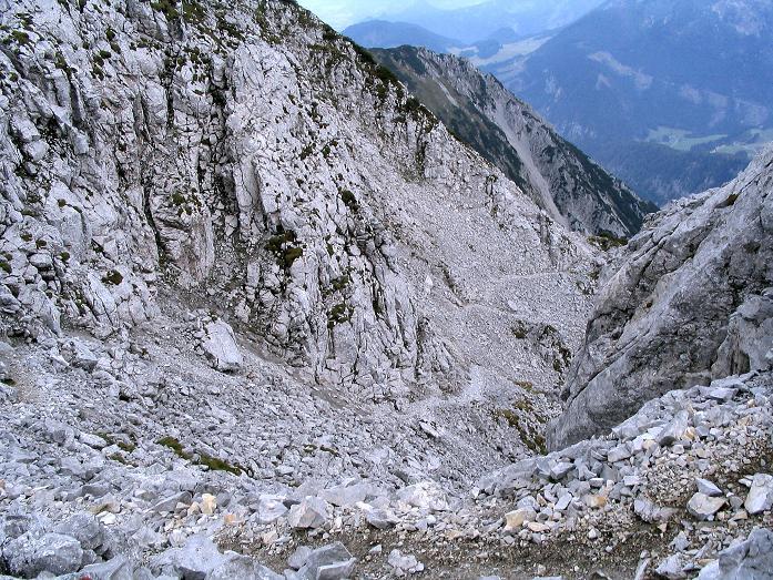 Foto: Andreas Koller / Klettersteig Tour / Wildfrauensteig von der Ardningalm (1992 m) / Abstieg nach W durch ein schuttiges Kar / 03.09.2007 20:05:05