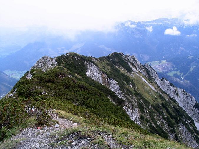 Foto: Andreas Koller / Klettersteig Tour / Wildfrauensteig von der Ardningalm (1992 m) / Der weitere Gratverlauf vom Kitzstein zum Pyhrnpass / 03.09.2007 20:02:20