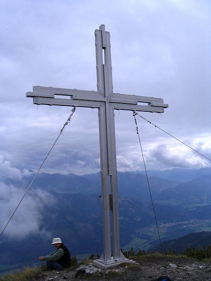 Foto: Andreas Koller / Klettersteig Tour / Wildfrauensteig von der Ardningalm (1992 m) / Gipfelkreuz am Kitzstein / 03.09.2007 20:01:57
