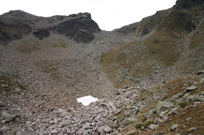 Foto: manni78 / Wander Tour / Über den Narrenkogel und das Gruejoch zur Gubener Hütte / Nach dem Gruesee erfolgt gleich das Gruejoch - hier erfolgt der Abstieg auf die Gubener Hütte / 06.09.2007 13:47:12