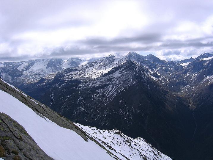 Foto: Andreas Koller / Wander Tour / Großer Moosstock (3061 m) / Die gesamte Rieserfernergruppe breitet sich als Panorama aus / 10.09.2007 03:09:22