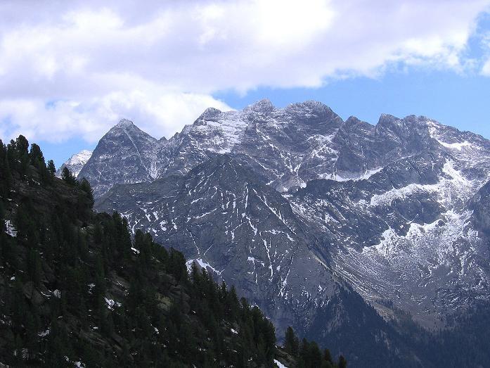 Foto: Andreas Koller / Wander Tour / Großer Moosstock (3061 m) / Blick auf die schroffen Gipfel der Rieserfernergruppe / 10.09.2007 03:04:20
