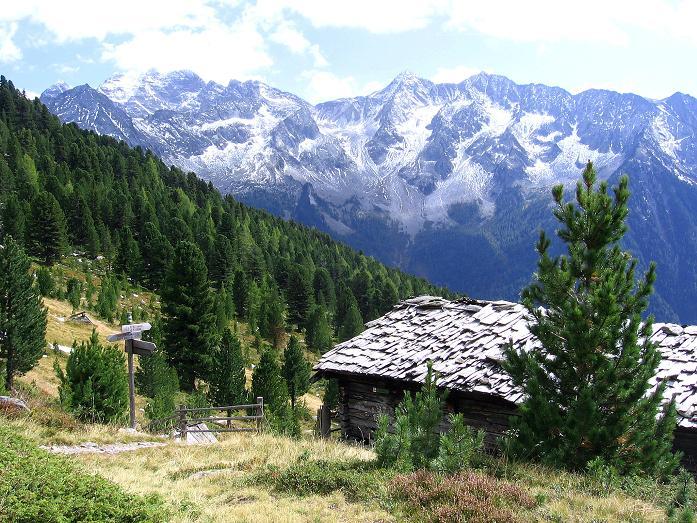 Foto: Andreas Koller / Wander Tour / Großer Moosstock (3061 m) / Schlafhäuser und Rieserfernergruppe / 10.09.2007 03:03:52