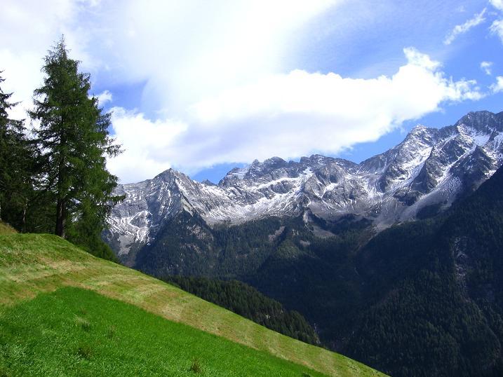 Foto: Andreas Koller / Wander Tour / Großer Moosstock (3061 m) / Die Wiesen beim Gasteiger mit Blick auf die Rieserfernergruppe / 10.09.2007 03:03:13